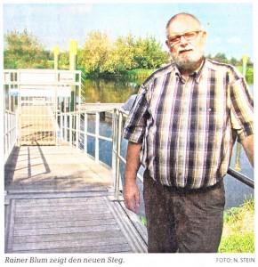 Rainer Blum zeigt den neuen Strodehner Bootssteg